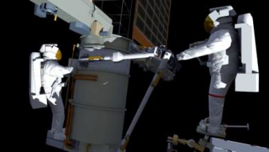 Photo of NASA показало, чем занимаются астронавты МКС в открытом космосе
