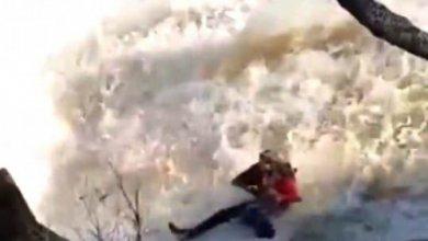 Photo of Видео падения мужчины и ребенка в водопад появилось в Сети