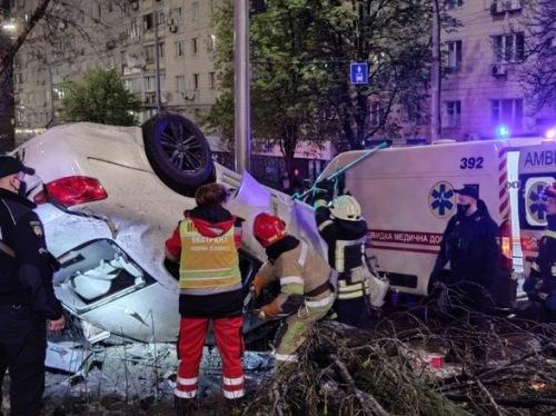 Photo of Пришлось вырезать тело из разбитого авто: из-за пьяного водителя в ДТП погибла 18-летняя девушка