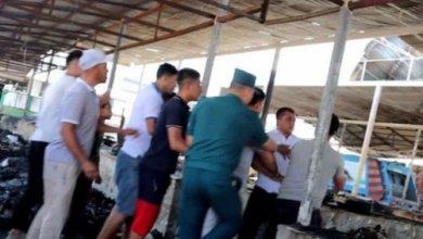 Photo of Двух мужчин, которые оскорбили сотрудника пресс-службы Иштыханского хокимията, посадили на 15 суток. Правоохранители ищут других нарушителей